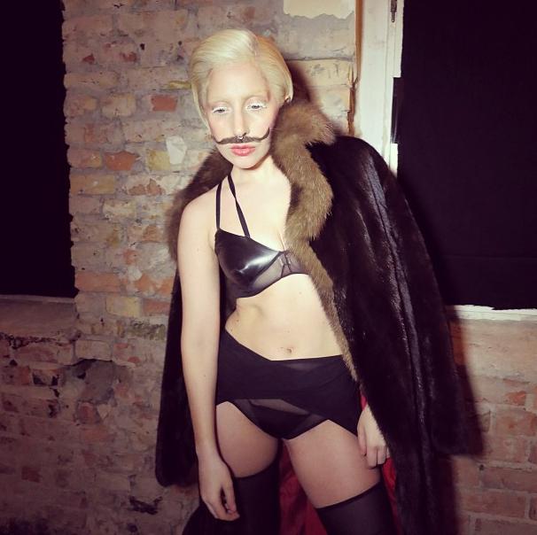 Lady Gaga, toujours aussi délirante pour les besoins de sa promo !