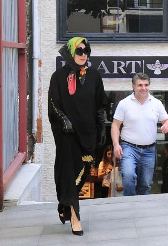 Photos : Lady Gaga : après le string, le voile…