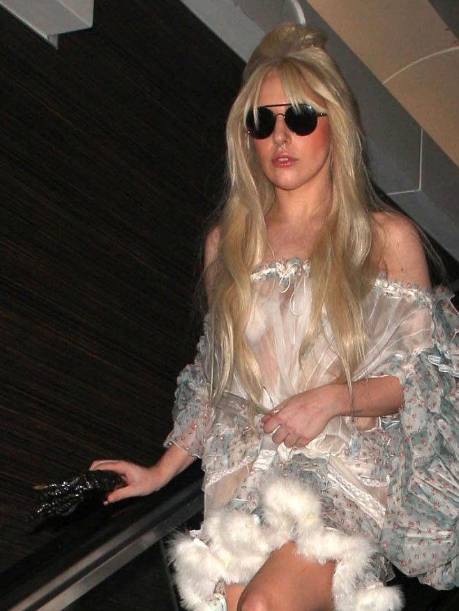 Lady Gaga à l'aéroport de Los Angeles le 22 octobre 2013
