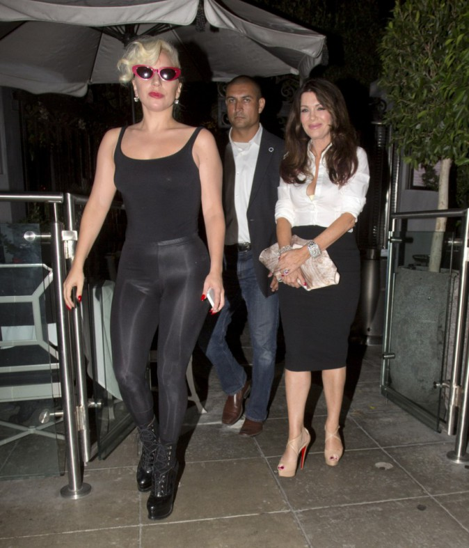 Lady Gaga : Bisou sur la bouche et mains baladeuses, elle est ravie de voir son amie !