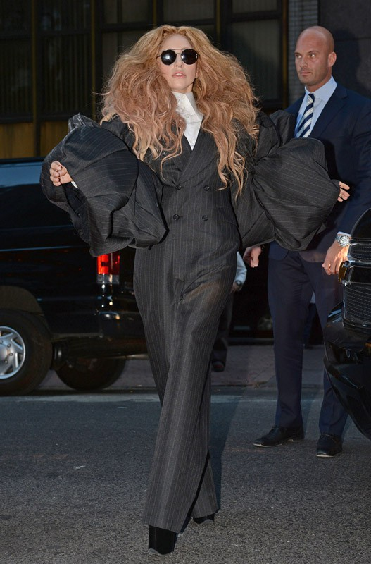 Lady Gaga arrive à la Fashion Week de New York
