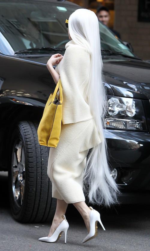 Photos : Lady Gaga : elle craque vraiment pour les cheveux très très longs !