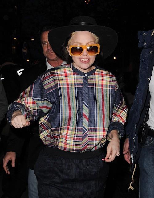 Photos : Lady Gaga : elle inverse les rôles en demandant des autographes à ses fans !