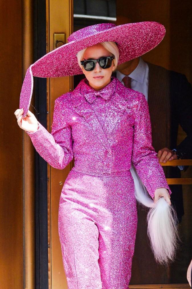 Photos : Lady Gaga : encore et toujours en mode ovni alors que son chéri aimerait avoir des enfants !