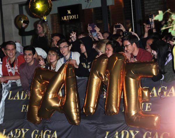 Les fans de Lady Gaga à Londres, le 7 octobre 2012.