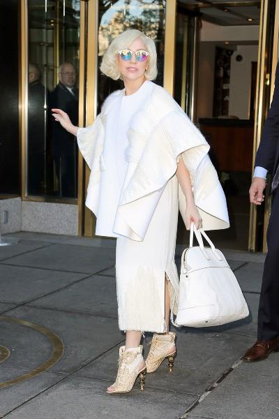 Lady Gaga à la sortie de son hôtel à New York, le 18 novembre 2013.
