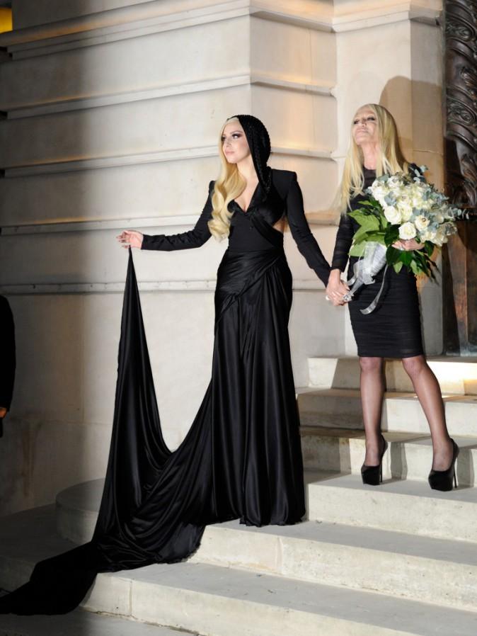 Lady Gaga arrive au défilé Versace à Paris, le 19 janvier 2014.