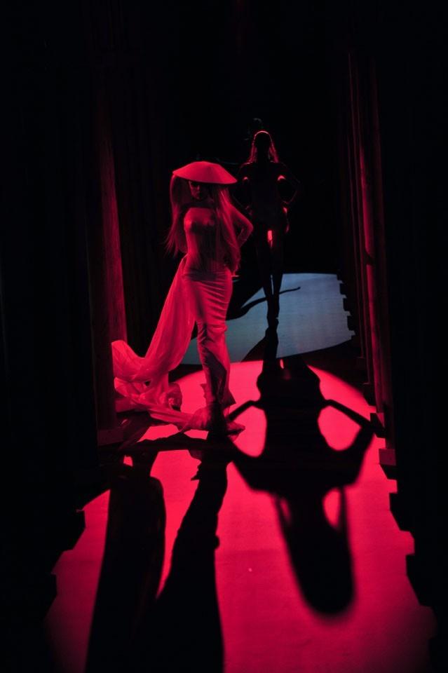 Une silhouette célèbre que les invités du show ont vite reconnue !