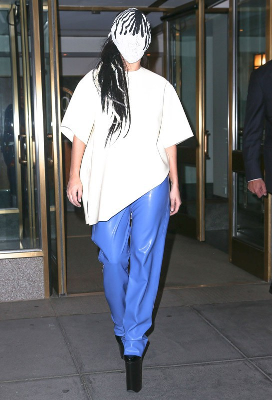 Lady GaGa à la sortie de son appartement à New York