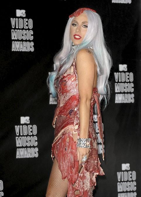 Photo : Lady Gaga provocante avec sa robe viande !