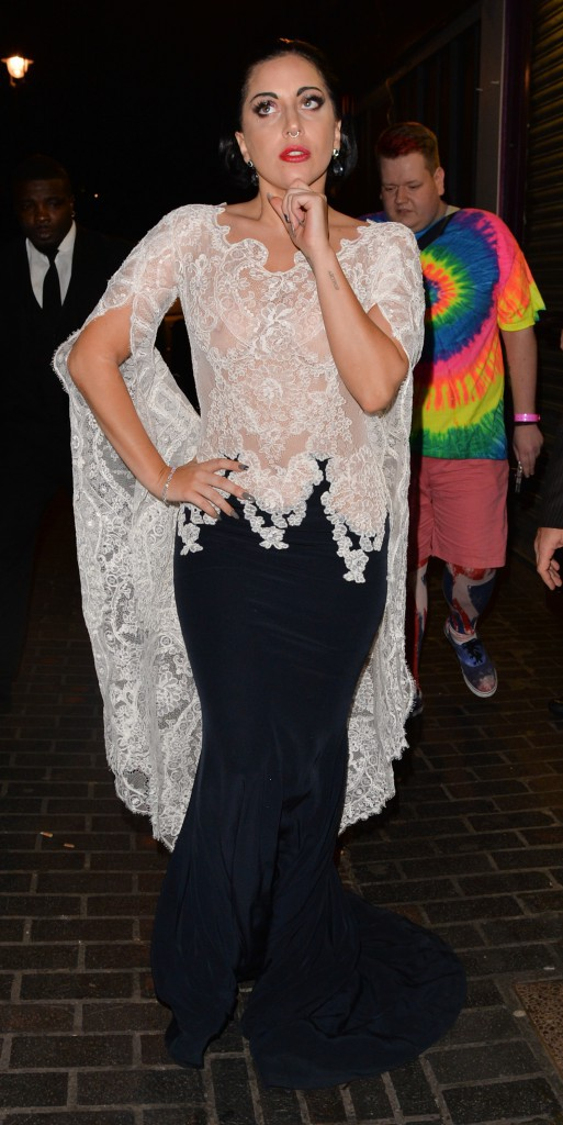 Photos : Lady Gaga : tétons apparents et déchaînée pour festoyer à Londres !