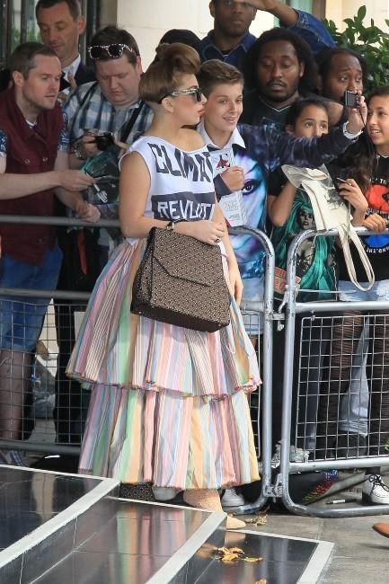 Lady Gaga sortant de son hôtel à Londres, le 17 septembre 2012.