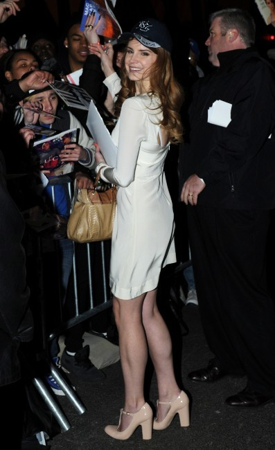 Lana Del Rey se rendant sur le plateau du Late Show With David Letterman à New York, le 2 février 2012.