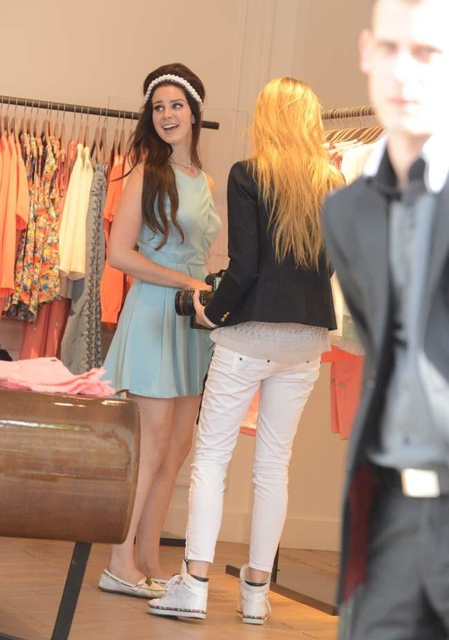 Lana Del Rey et sa soeur le 2 juillet 2012 à Paris