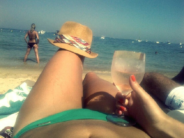 Le petit verre sur la plage