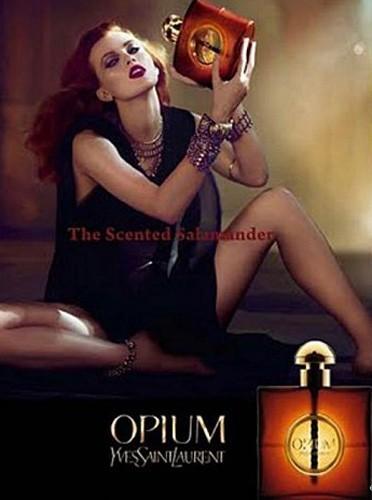 Karen Elson boit l'Opium !