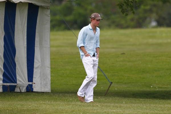 Direction les sports équestres, le Prince Harry n'est pas stressé.