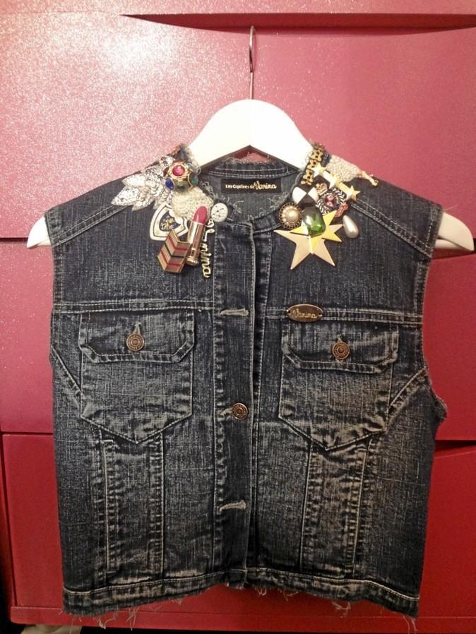 Veste en jean avec pin's, Vanina 200 €