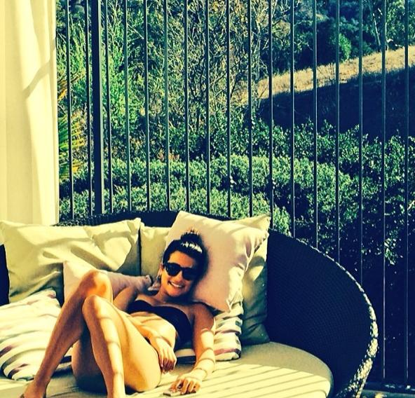 """Photos : Lea Michele : sexy en bikini pour un bain de soleil entre copines qui la rend """"si heureuse"""" !"""
