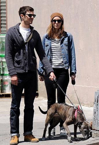 Adam Brody et Leighton Meester à New York le 29 mai 2014