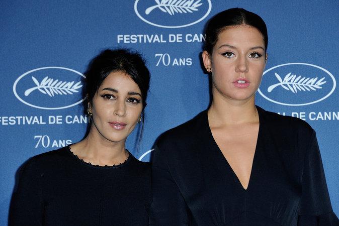 Photos : Leila Bekhti et Adele Exarchopoulos : main dans la main à Paris !