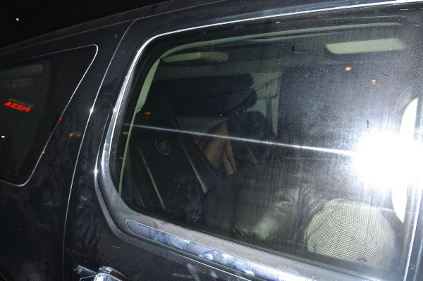 Leonardo DiCaprio et Nina Agdal dans la même voiture à la sortie du Club Avenue, le 3 février 2014 au matin à New York.