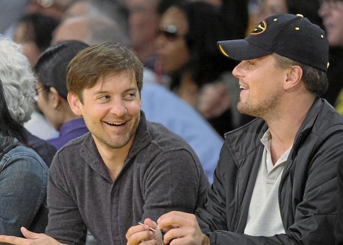 Les deux amis pendant un match de basket