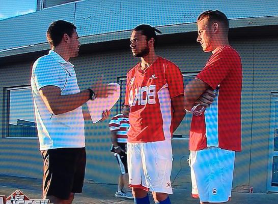 Les deux Julien tentent de s'imposer pour intégrer un des grands clubs de foot australiens