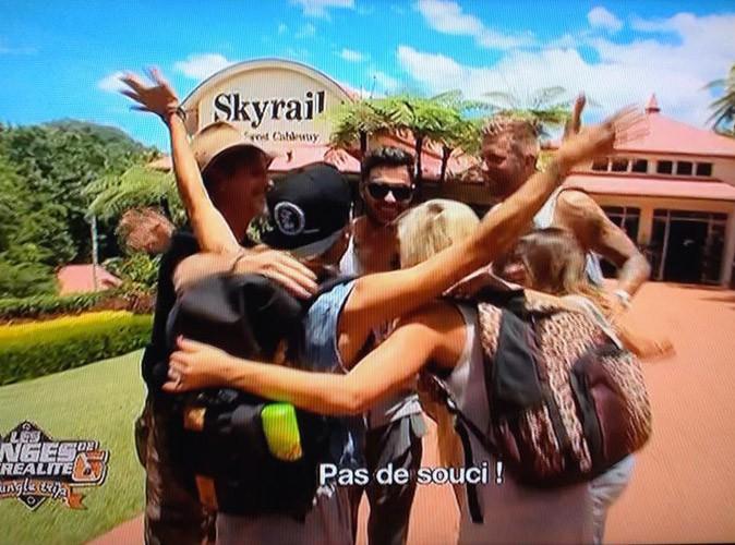 Eddy, Anaïs, Amélie, Thibault et Benjamin émus au moment de dire adieu à Dean, leur guide