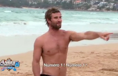 Les Anges sous le charme de Johnny, le prof de surf