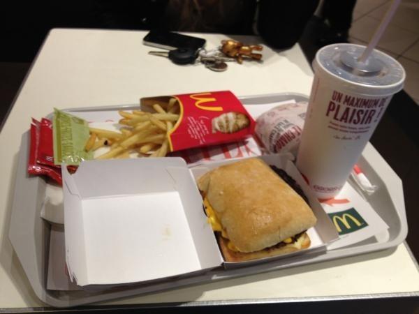 Un fast food, pour bien commencer la journée pour Zarko...