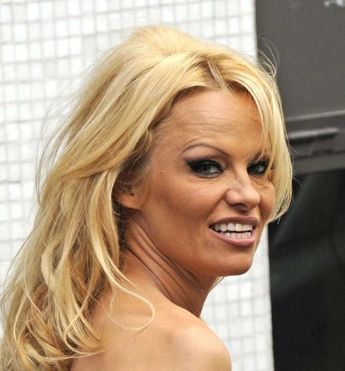 Pamela Anderson fait sa tête de noeud !