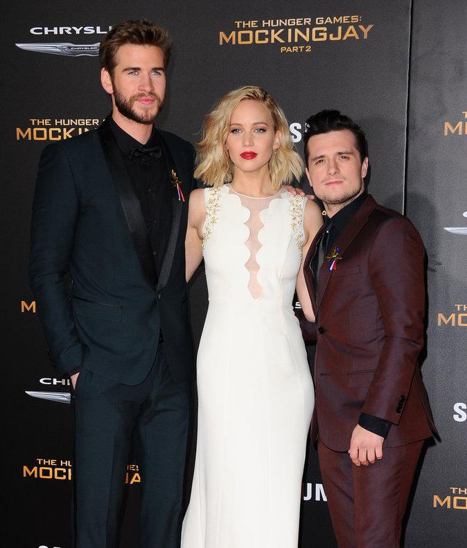 Photos : les stars d'Hunger Games rendent hommages aux victimes des attentats de Paris !