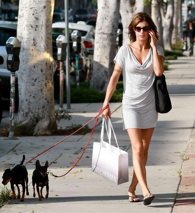 Elisabetta Canalis adopte la Los Angeles attitude...