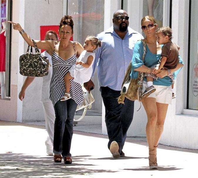 Fête des mères : Jennifer Lopez est une maman flic !