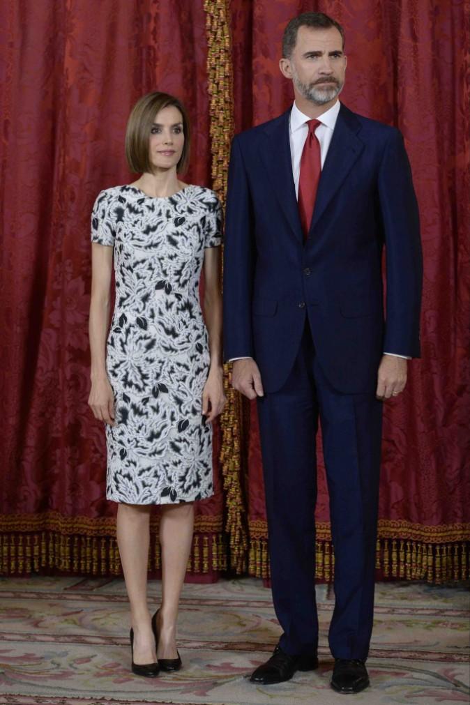 Letizia d'Espagne : Classe en robe noire et blanche pour recevoir le président du Paraguay !