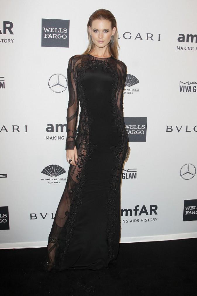 Behati Prinsloo lors du gala de l'amfar à New York, le 5 février 2014.
