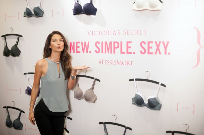 "Lily Aldridge, ambassadrice de charme du slogan ""less is more"" de Victoria's Secret, à San Francisco le 29 juillet"
