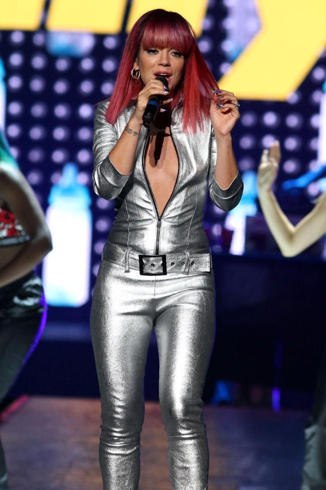 Lily Allen en concert à Uniondale le 1er août 2014