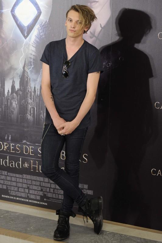 """Jamie Campbell Bower en promo pour le film """"The Mortal Instruments : La Cité des ténèbres"""" à Madrid, le 22 août 2013."""