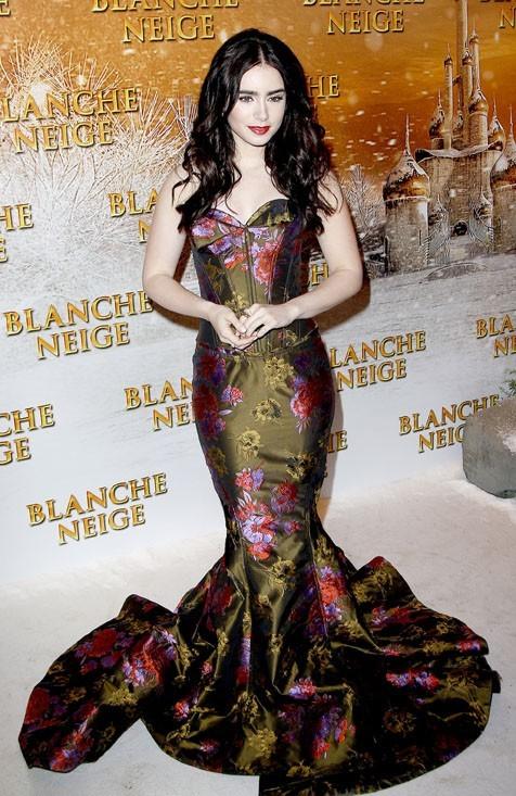 Lily Collins pour l'avant-première de Blancje-Neige à Paris !