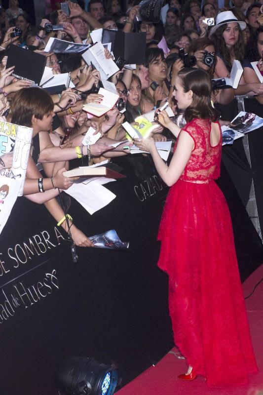 """Lily Collins lors de la première du film """"The Mortal Instruments : La Cité des ténèbres"""" à Madrid, le 22 août 2013."""