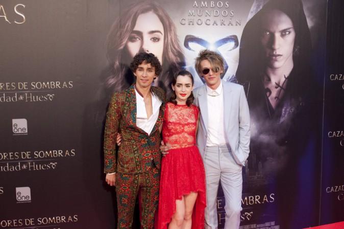 """Robert Sheehan, Lily Collins et Jamie Campbell Bower lors de la première du film """"The Mortal Instruments : La Cité des ténèbres"""" à Madrid, le 2..."""