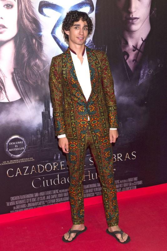 """Robert Sheehan lors de la première du film """"The Mortal Instruments : La Cité des ténèbres"""" à Madrid, le 22 août 2013."""