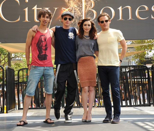 Robert Sheehan, Jamie Campbell Bower, Lily Collins et Kevin Zegers en promo à Glendale, le 13 août 2013.