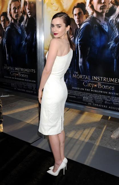 """Lily Collins lors de la première de """"The Mortal Instruments : La Cité des ténèbres"""" à Los Angeles, le 12 août 2013."""