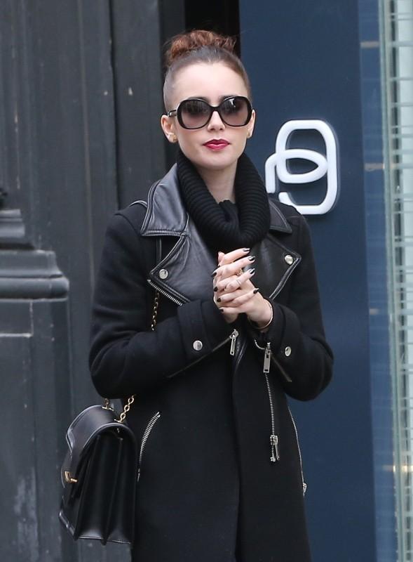 Lily Collins dans les rues de Paris le 6 mars 2013