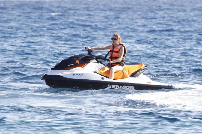Photos : Lindsay Lohan : avec son maillot fluo, à Ibiza, on ne voit qu'elle !