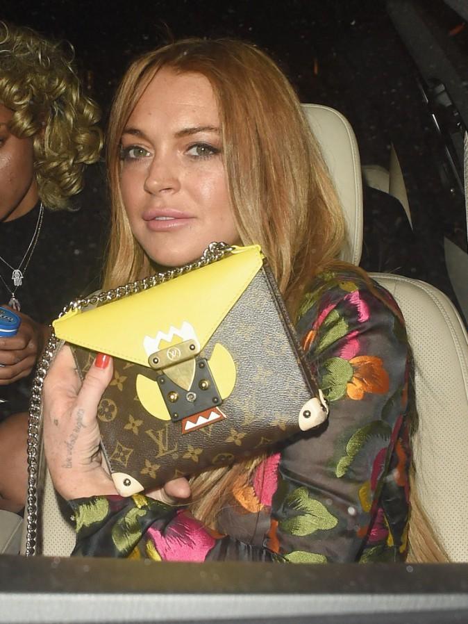 Photos : Lindsay Lohan dévoile une mystérieuse bague pour son retour à Londres !