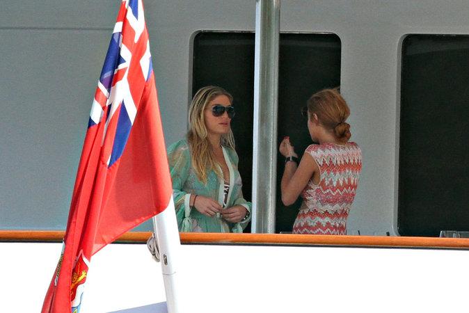 Lindsay Lohan et son amie Hofit Golan sur un yacht en Italie le 27 juillet 2016